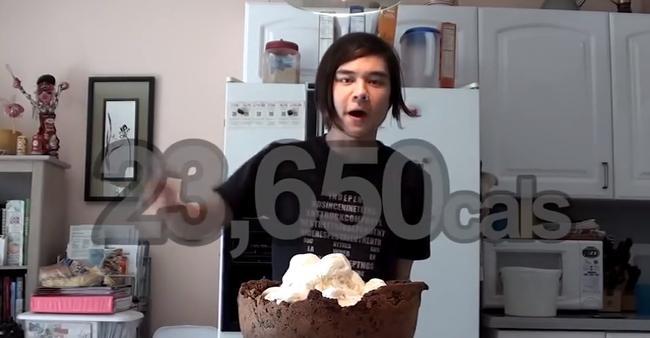 大胃王挑战23650卡路里饼干冰淇淋