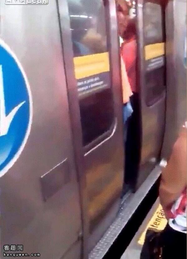 2ch翻译:大叔的小弟弟被地铁车门夹住了www