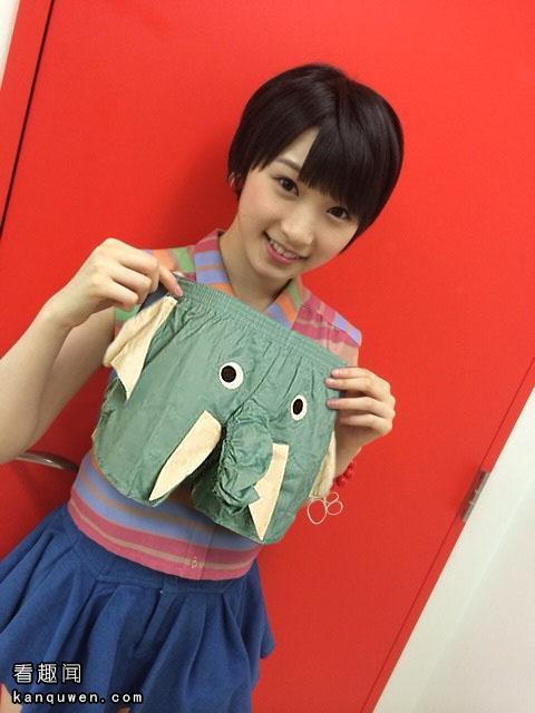 2ch翻译:PS高手!请帮我把这个图像包包的部分换成小裤裤谢谢!