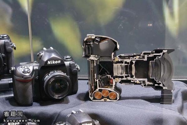 锯成一半的照相机
