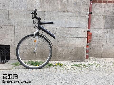 锯成一半的自行车