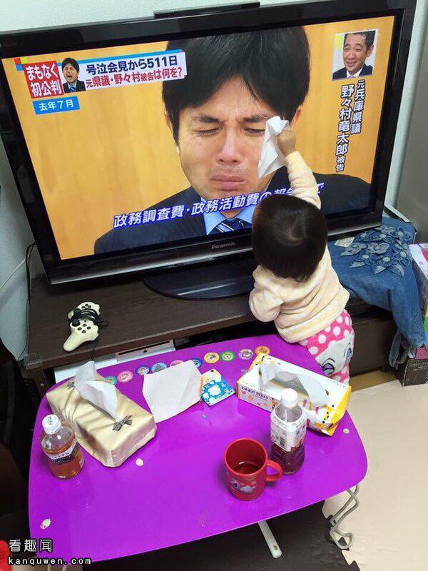 2ch:为日本议员擦拭眼泪的幼女www