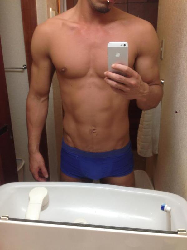 2ch:来看看我锻炼了一年半肌肉的成果!!
